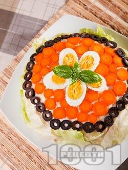 Празнична / новогодишна солена палачинкова торта с риба тон, варени яйца, майонеза и кисели краставички - снимка на рецептата